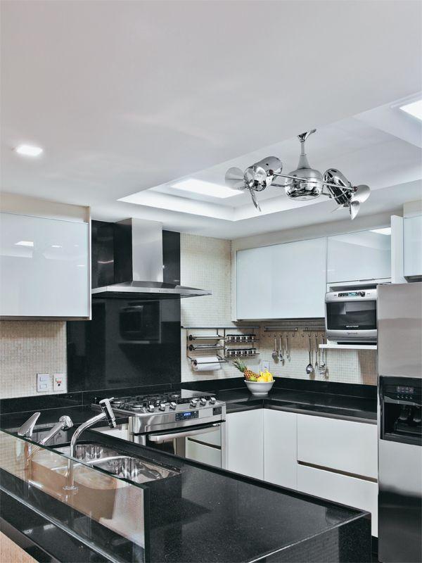 Jeito de Casa: 20 cozinhas modernas com bancadas pretas!