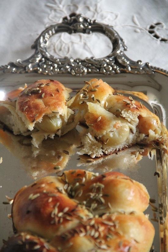 Pane dolce del Sabato con uva zibibbo e semi di finocchio