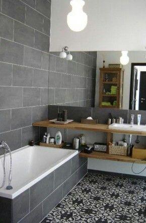 Grijstint gecombineerd met hout. Echt hout misschien ook niet heel handig voor kleine badkamer waar vast niet supergoed geventileerd kan worden. En wat vind je van vloertegel?