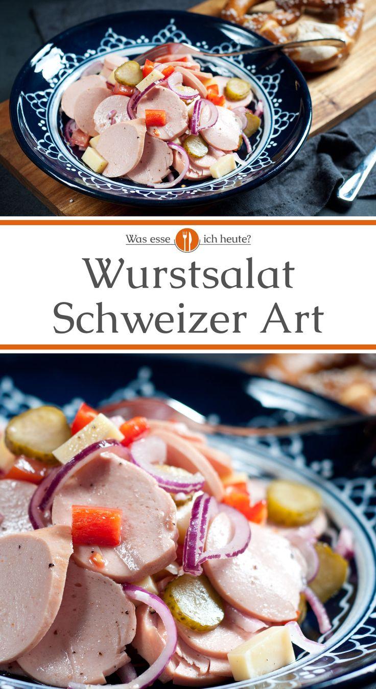 Wurstsalat ist eine typisch bayerische Brotzeit, der entweder nur aus Wurst, Zwiebeln und Essiggurken zubereitet wird oder mit extra Käse als Schweizer Wurstsalat. Bei uns gibt es eine kleine Abwandlung mit zusätzlich Tomaten und Paprikaschote, wodurch der Salat etwas leichter wird.  #essen #rezepte #rezept #kochen #bayerisch #abendessen #brotzeit