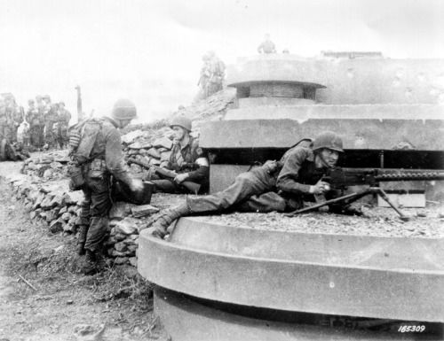US troops of the 1st Ranger Battalion defend a captured German gun position during the first morning of Operation Torch in Algeria, North Africa - 8 November 1942
