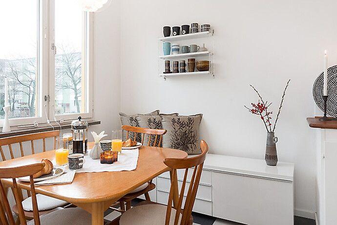 Bilder, Kök/matplats, Stol, Bord, Matbord, Skåp, Stringhylla - Hemnet Inspiration