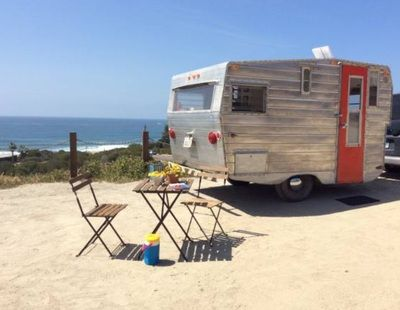 For sale: cute little vintage camper 13' with a red door.  Recently given a makeover!  More pics onsite. $4700 (July 2015)  | Tiny trailer - travel caravan <O>
