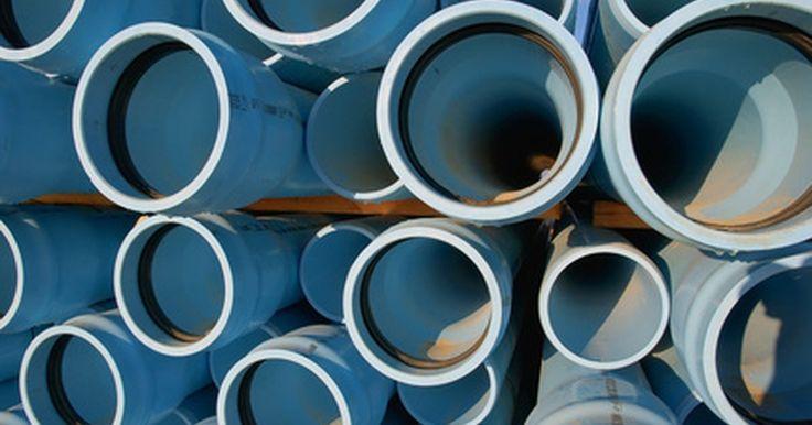 Tubería ABS vs. PVC. ABS y PVC son dos tipos de tuberías y accesorios a base de plástico utilizados en la industria de la construcción. Ambos tipos se utilizan en aplicaciones de presión limitada tales como las tuberías de drenaje y de alcantarillado. Además de tener superficies internas lisas que son ideales para que el fluido circule sin impedimentos, su fuerza y ...