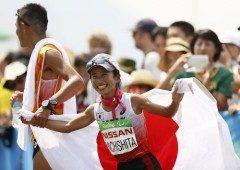 女子マラソンの道下選手が銀メダルを獲得しました リオデジャネイロパラリンピックの女子マラソンで道下美里選手が時間分秒で銀メダルに輝いたセンチの小さな体で月間キロを走りこんだそうですよ 銀メダルおめでとうございます tags[海外]
