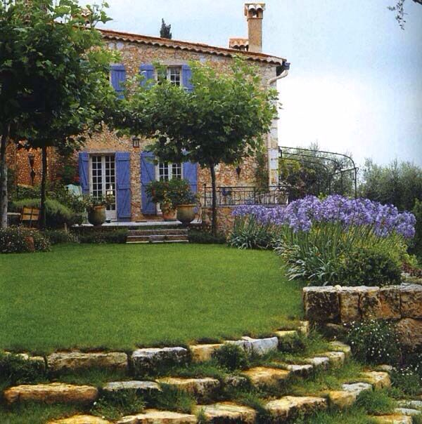 1000 images about landscaping a slope on pinterest for Maison de provence decoration