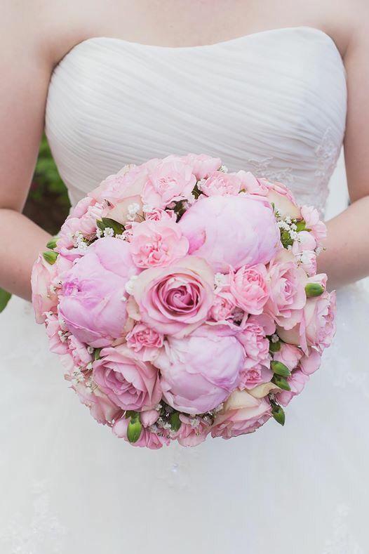 Wedding bouguet, hääkimppu, morsiuskimppu, pink peonies, pink roses