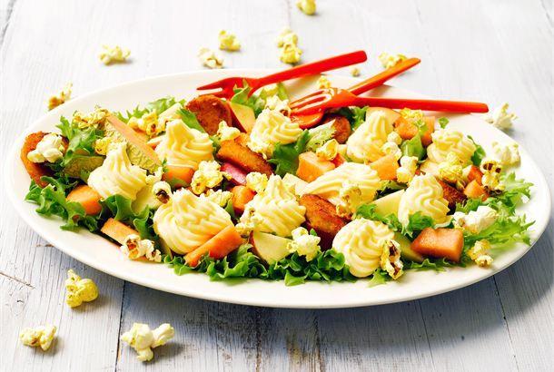 Popcorn-cheddarsalaatti http://www.valio.fi/reseptit/popcorn-cheddarsalaatti/ #valio #resepti #ruoka #recipe #food