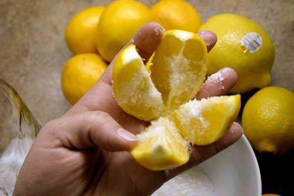 Лимоны являются невероятно полезными фруктами на планете. Этот цитрусовый фрукт усиливает вкус продуктов питания и напитков. Диетологи считают, что лимоны укрепляют сердце, волосы и обеспечивают здоровый цвет кожи....