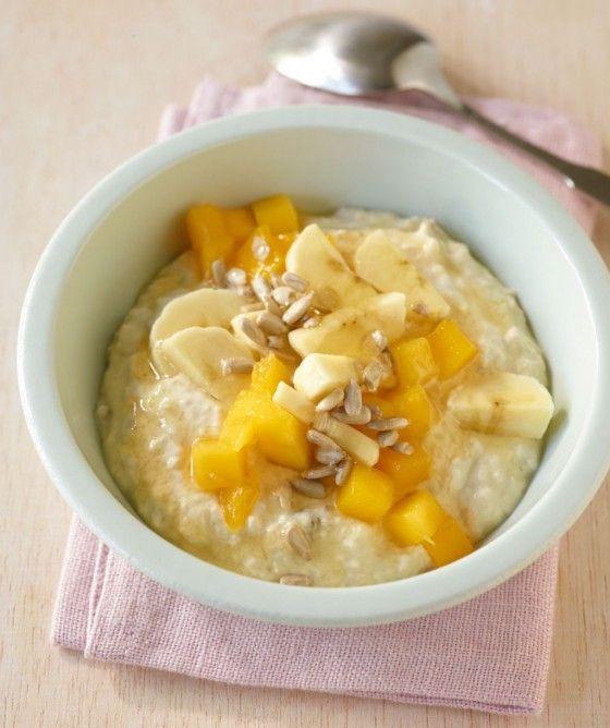 Exotisches Müsli: Das ultimative Fitmacherfrühstück mit Haferflocken, Mango und Banane. Guten Morgen!