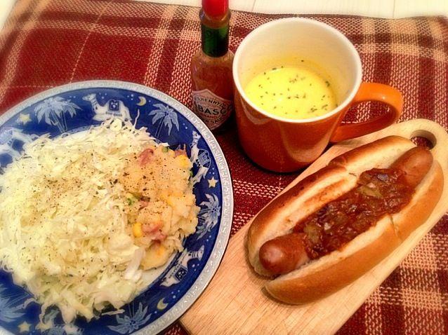 おそーーーいひとりお昼ごはん - 21件のもぐもぐ - チリドッグ かぼちゃの冷製スープ ポテトサラダ by prismingDELTA