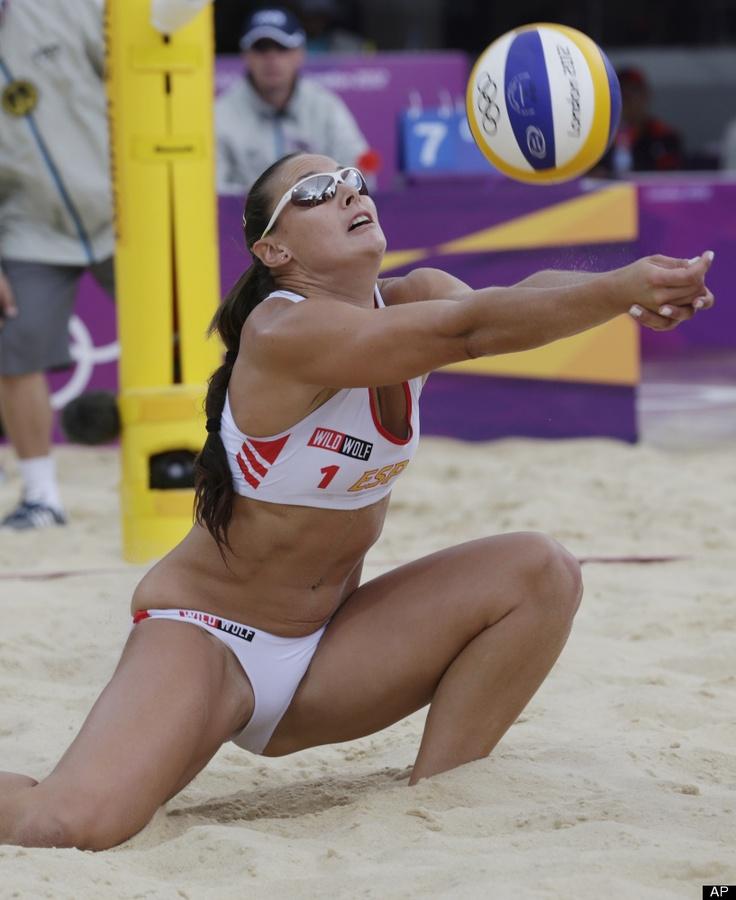 women beach volleyball snatch