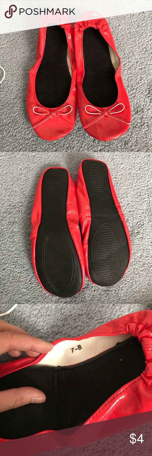 Red foldable ballet flats with bag. Sz 7-8 Pre-owned red foldable ballet flats in size 7-8. Comes with bag & from a smoke free home. Shoes Flats & Loafers