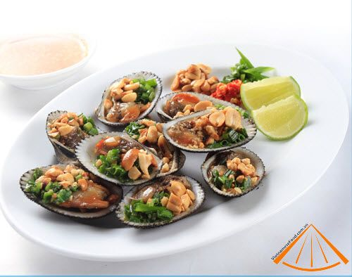 Grilled clams with Spring Onion and Peanut...aaah viet cuisine