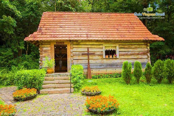 Os poloneses são os homenageados do Bosque João Paulo II, ou Bosque do Papa. As casas são originais, de madeira montadas em auxílio de pregos. Saiba mais >>> http://www.guiaviagensbrasil.com/pr/o-que-fazer-em-curitiba/