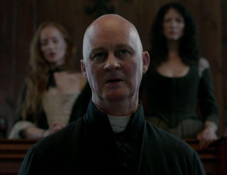 Father Bane (Tim McInnerny), Geillis Duncan (Lotte Verbeek) and Claire Fraser (Caitriona Balfe) in The Devil's Mark of Outlander on Starz via http://outlander-online.com/2015/04/19/2780-uhq-1080p-screencaps-of-episode-1x11-of-outlander-the-devils-mark/