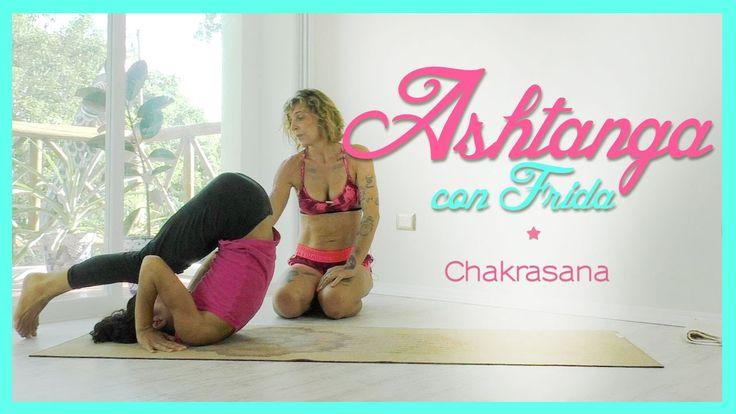In questo video Frida ci spiega come eseguire il movimento di Chakrasana, la capriola all'indietro, usata nella pratica dell'Ashtanga Yoga. Per capire come e...