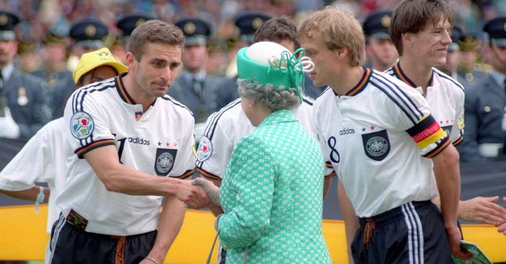 """StefanKuntzfühlte sich wohl.Eine ganze Traube englischer Journalisten wartete im Krakauer Stadion auf den DFB-Trainer, nur auf ihn, den Mann, den in Italien oder Spanien wohl nur noch eingefleischte Fans kennen, in England dagegen jeder. Zumindest jeder, der älter als 30 Jahre ist.""""Stefan"""", sagte einer der Journalisten: """"Bis zum Anstoß am Dienstag wird dein Tor im englischen Fernsehen rauf und runter laufen.""""""""Dein Tor"""", das ist Kuntz' Treffer im EM-Halbfina..."""