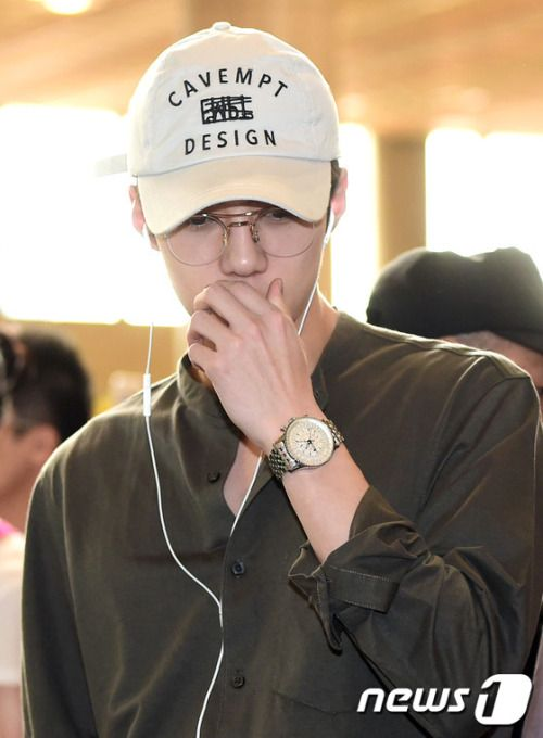 Sehun - 160812 Gimpo Airport, departing for Tokyo Credit: News1. (김포공항 출국)