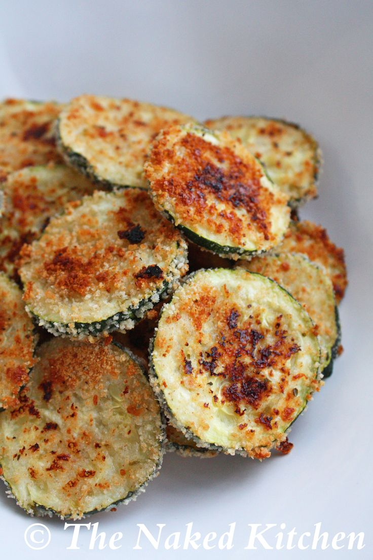 """Baked Zucchini """"Chips"""" - clean eating"""