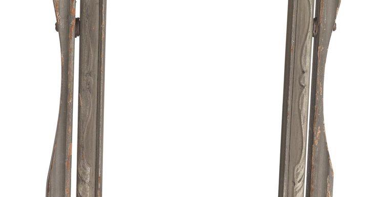 Cómo cubrir una pared de espejos. Las paredes con espejos son ideales para salas de pesas y estudios de baile, pero no siempre son la mejor opción para otros fines. Los espejos son también difíciles de eliminar de la pared, lo que significa que quitarlos no es siempre una opción. Cubrir una pared de espejos es mucho más fácil que quitar los mismos, pero requiere de tiempo y ...