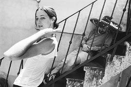 CECILIA AMENABAR...A LA MEXICANA!! - ESTA FOTO ME GUSTA MUCHO UN BUEN DETALLE ES EL SOMBRERO DEL TIPO DE ATRAS!! LIA Y KATHY BESOS PARA USTEDES HERMANAS!! - Fotolog