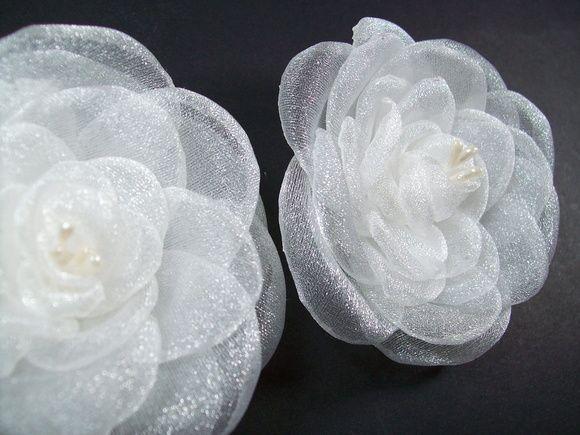 Flor Branca de Organza Para Noiva -1 un Flor Luxo para Noivas!  ♥Conheça a Loja Virtual de Acessórios para Noivas : www.bypaoladaniele.elo7.com.br FRETE GRÁTIS nas compras  acima de R$100,00! Acessórios feitos à mão, para Noivas Especiais! Parcele em até 12X no cartão. Aproveite!