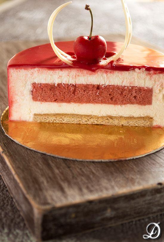 Tarta de Yogur, Cerezas y Chocolate Blanco | Disfrutando de la comida