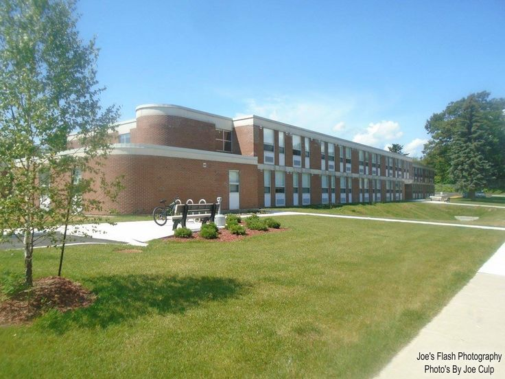 The New Hub at this former William Beatty School in Parry Sound Ontario. This former school was also featured in the short lived TV series Eyewitness as Red Hook High in 2016. Reciently it was all refurbished into affordable housings and a Native Friendship Centre dubbed The Hub.