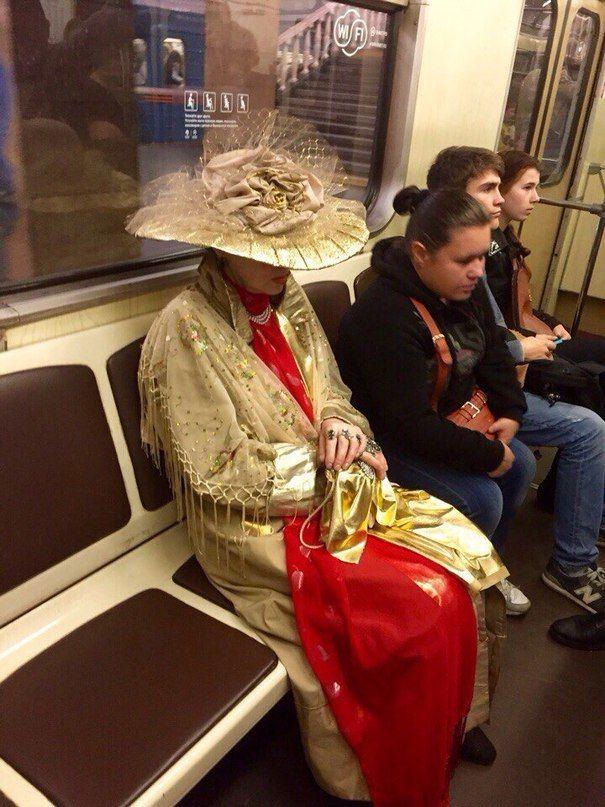 Самые модные пассажиры московского метро #лайфхаки #технологии #вдохновение #приложения #рецепты #видео #спорт #стиль_жизни #лайфстайл