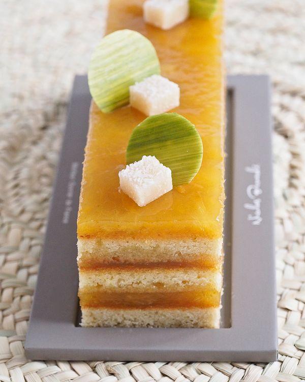 La douceur de l'ananas, mariée à l'impertinence du combava, c'est tout le charme de l'Océan Indien qui vient faire danser le Maloya à vos papilles dans le cake de la semaine ! Découvrez Ananas Combava. #NicolasBernardé #PâtisserieDuSamedi #PDS #dessert #cake #gourmand #gourmet #teatime #Frenchpastry #ananas #pineapple #combava #combawa #laréunion #974 #Paris #ParisIsAlwaysAGoodIdea #French #hiver #winter #gâteau #LaGarenne #Colombes #LaDefense #Neuilly #Courbevoie #Levallois #Instafood…