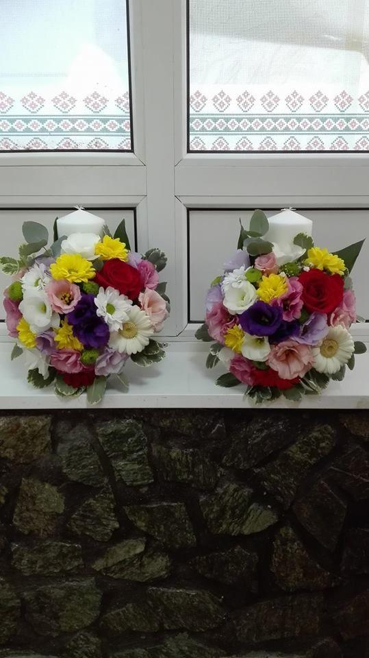 Cizantema alba, crizantema galbena, tandafiri rosi, santini, lisianthus roz si mov, minigerbera alba si eucalipt