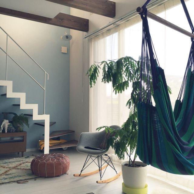 junjunさんの、IKEA,イームズ,プフ,キリムクッション,モロッコラグ,チェアハンモック,NO GREEN NO LIFE,イナズマ階段,のお部屋写真