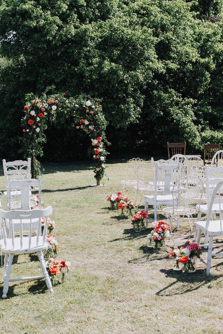 Ceremony details Sydney wedding at Centennial Park Photo: https://www.instagram.com/rachel_takes_pictures/  #weddingceremony #floralarch #ramblingarch #ceremonychairs #chairhire