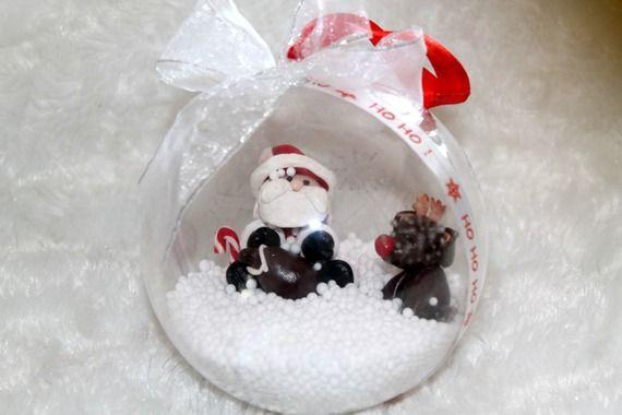 Boule en plastique Père Noël et son renne en fimo