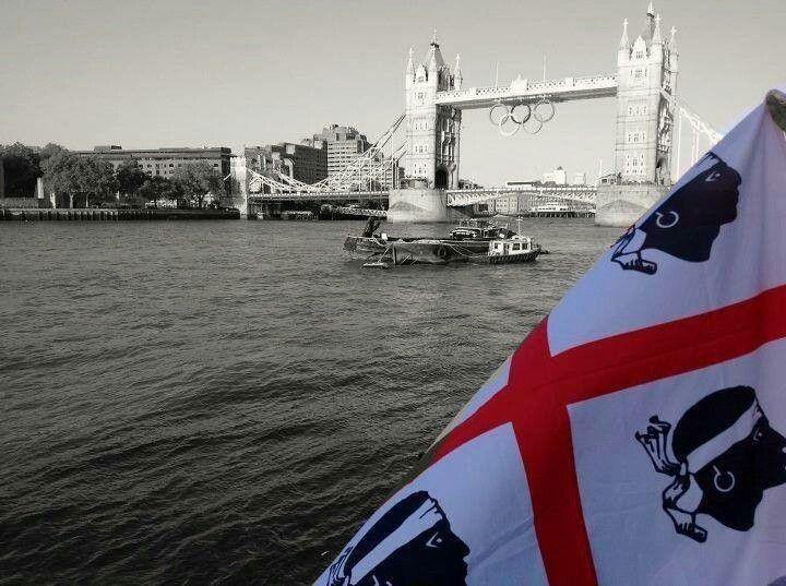 Presso il Tower Bridge di Londra