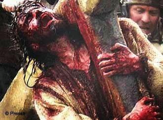 """http://jezusmariagroep.blogspot.be/2013/03/goede-vrijdag-jezus-draagt-zijn-kruis.html JEZUS en MARIA Groep.: GOEDE VRIJDAG: JEZUS DRAAGT ZIJN KRUIS.""""O JEZUS, IK AANBID EN IK BEMIN U,OMDAT U DOOR UW HEILIG KRUIS, DE WERELD HEBT VERLOST.""""GOEDE VRIJDAG: JEZUS DRAAGT ZIJN KRUIS: Kom, neem je kruis op je en volg Mij. In het kruis liggen kracht, overwinning, vrucht en heerlijkheid verborgen. Omarm daarom je kruis, dat louter liefde is die veranderd wordt."""
