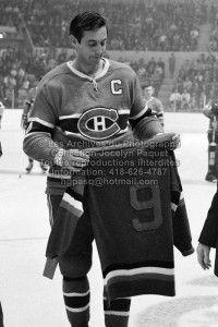 Le 21 septembre 1969, Jack Latter remet à Jean Béliveau le chandail numéro 9 des As de Québec que celui-ci portait à l'époque où il était membre de l'équipe