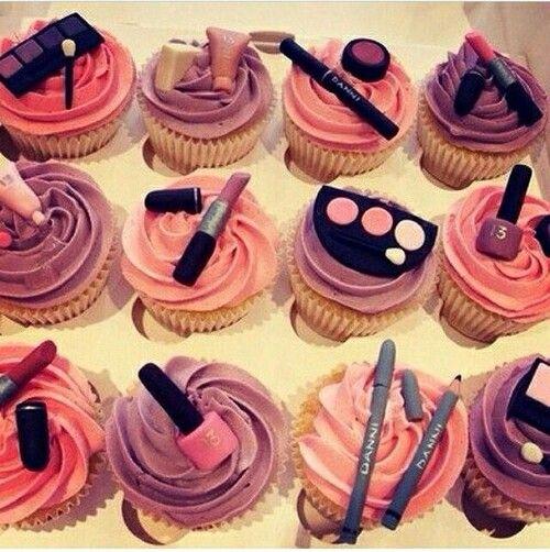 Dolce... ma con gusto #fashioncakes #cupcakes #sweetmakeup #Qriosando