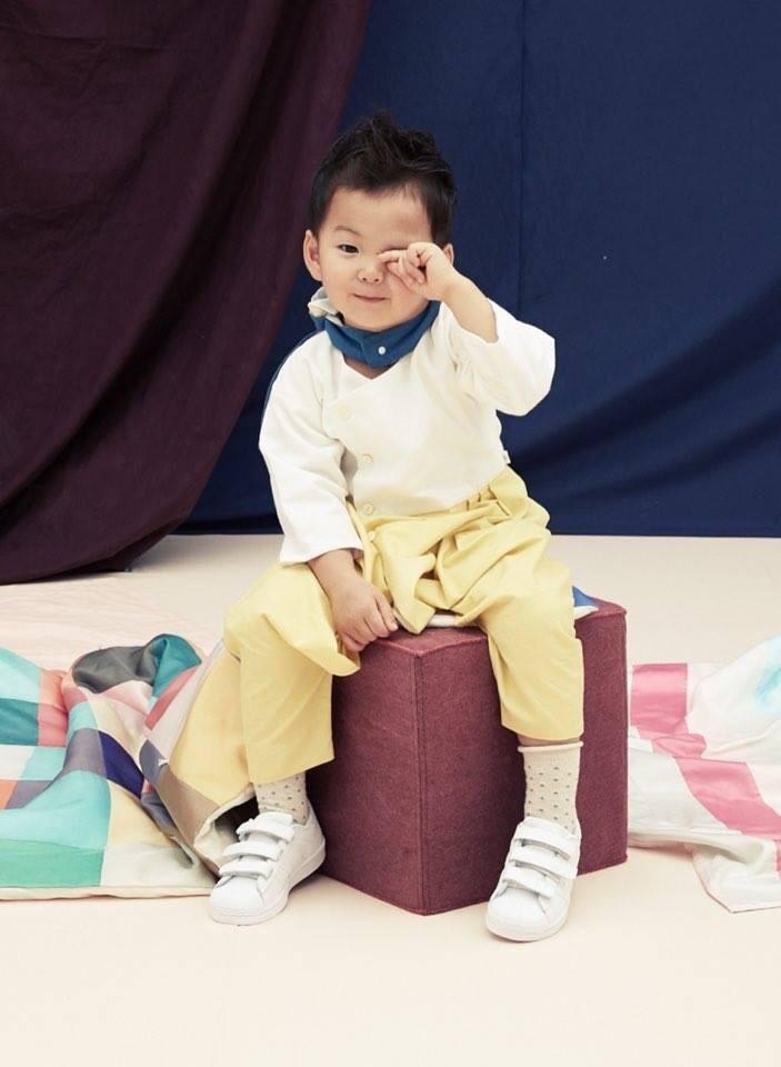 "Minguk Thailand on Twitter: ""น่ารักปังทลายมาก ไม่เคยคิดว่ามินกุ๊กจะสามารถหล่อได้ถึงเพียงนี้ มาสายแบ๊วตลอด เท่มาทีแม่ไปไม่เป็นเลยลูก #songtriplets http://t.co/BcWvAzC8WY"""