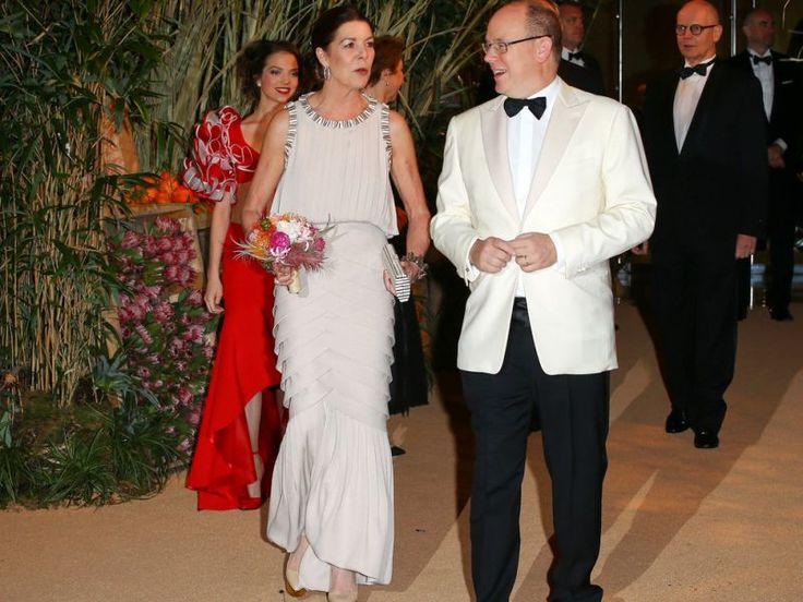 """Dank Karl Lagerfeld wurde der diesjährige """"Bal de la Rose"""" in Monte Carlo zur kubanischen Nacht, zahlreiche Royals amüsierten sich beim Rosenball und feierten bis zum Morgengrauen. Nur eine glänzte erneut durch Abwesenheit: Fürstin Charlène."""
