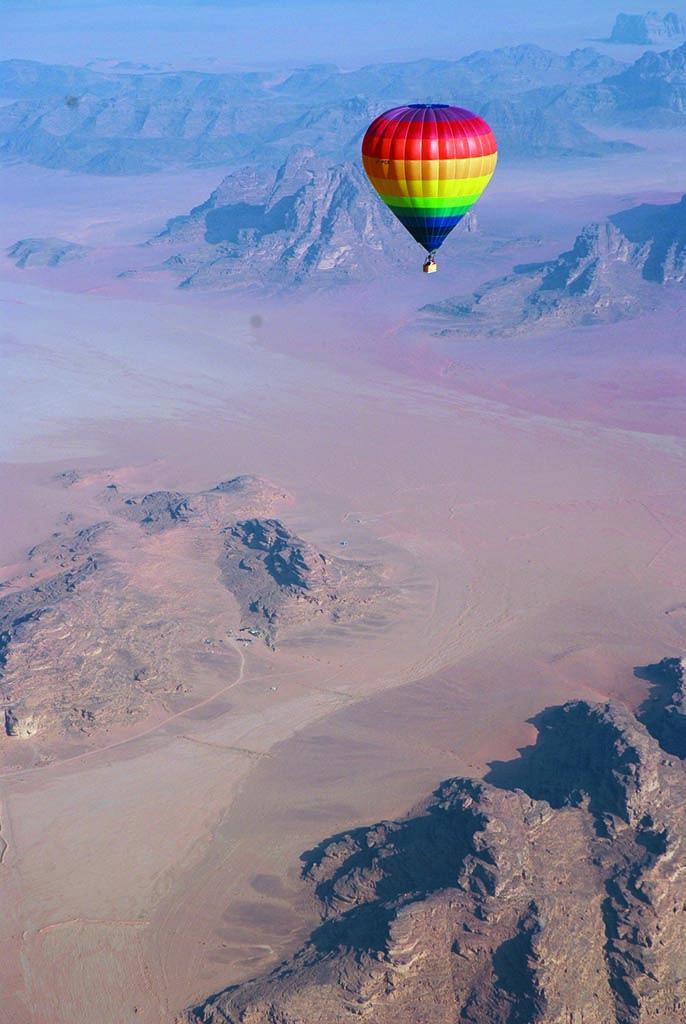 Balloon in Wadi Rum http://www.jordantoursmakers.com/#!wadi-rum/c224