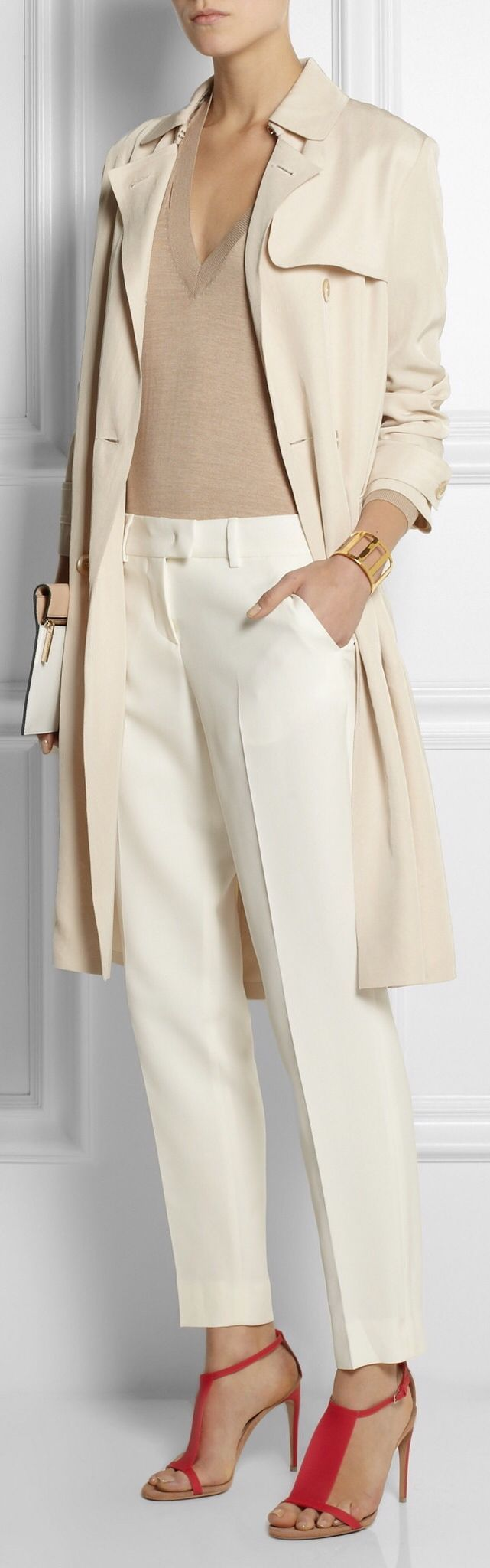 Fendi. / classic and chic / stylish / chic women / white / nude / outfit / soft colors / lovely style