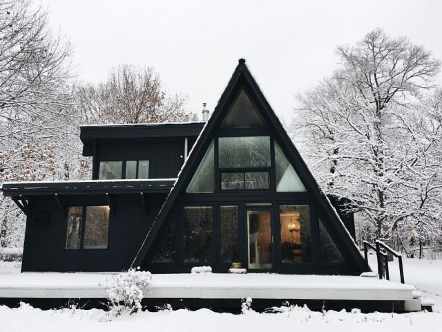 I believe this is from foxmeetsbear insta. I love this house.