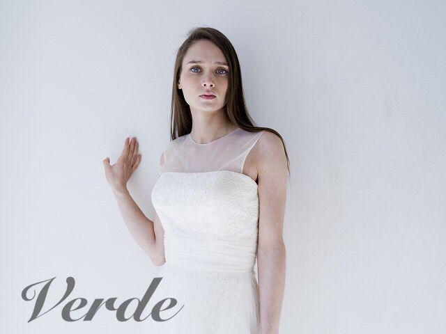 Teatoro / Aline (テアトロ/Aライン) ナチュラルなラインとマットな素材のウェディングドレス。上品な総レースのコンパクトAラインに、マットなチュール素材が柔らかさをプラスするウェディングドレスです。スカートのチュールにはプリーツ加工が施され、インポートらしい仕替えめな個性が表情をのぞかす1着。ナチュラルな印象はガーデンウェディングやリゾートにピッタリのウェディングドレスです。