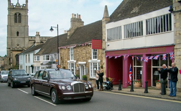 Wide range of antiques available to buy. http://www.st-martins-antiques.co.uk/