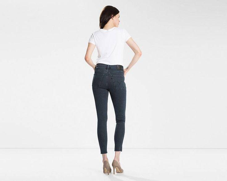 La collection Line8 est une réinterprétation contemporaine des vêtements Levi's®, avec une esthétique moderne et raffinée. Le Rebel est un jean taille haute au caractère affirmé. Il possède une silhouette près du corps, avec des jambes longues et fuselées. Taillé dans un denim extensible léger, il ajoute un côté décontracté à n'importe quelle tenue, au bureau comme en week-end.