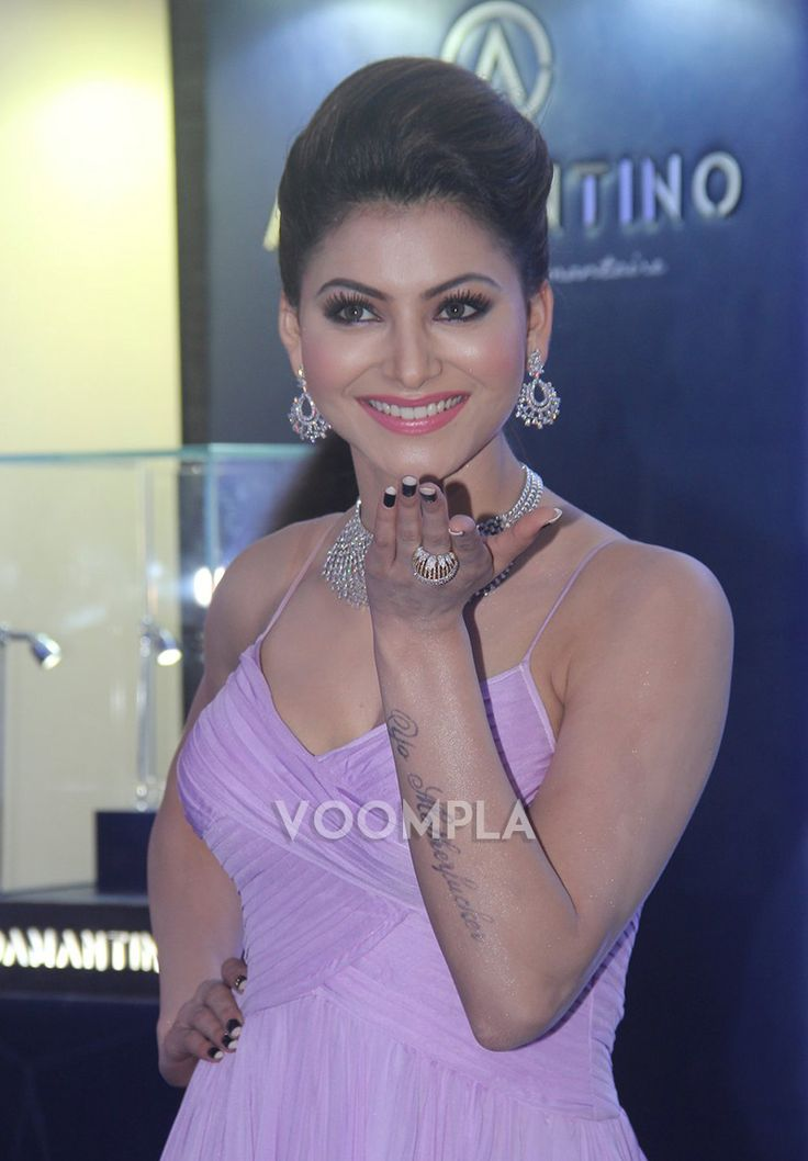Urvashi shows her hand tattoo at an event