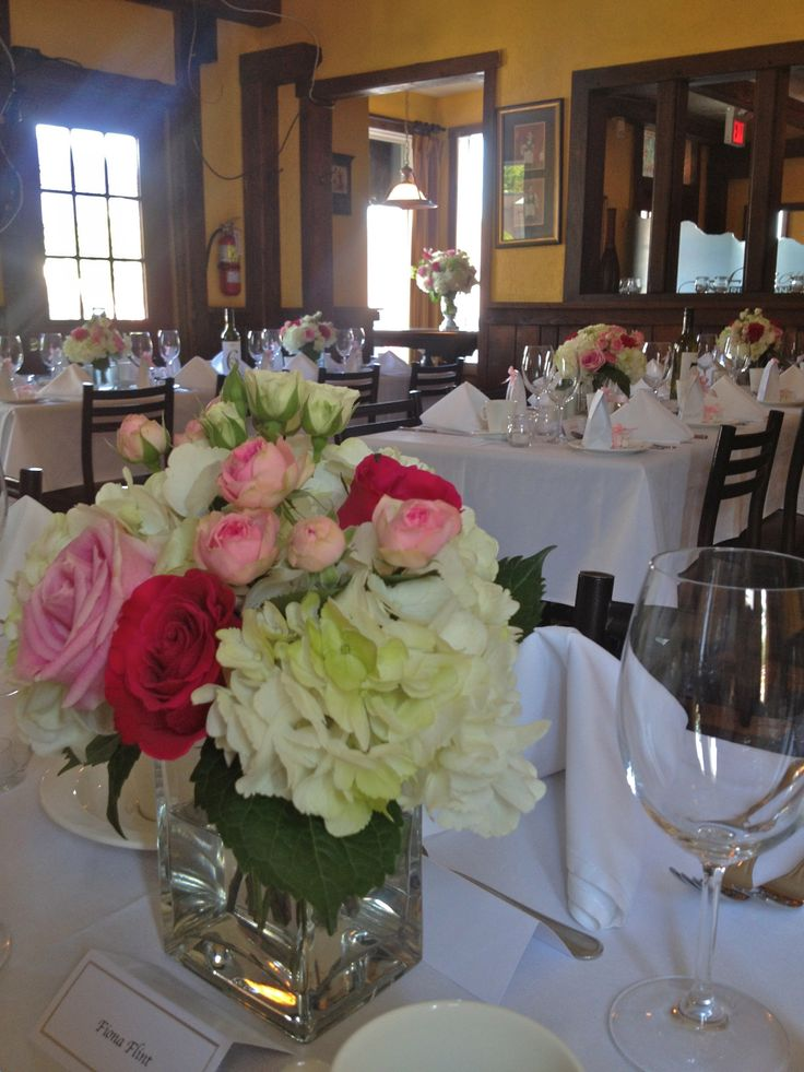 Small arrangements of hydrangea, roses and spray roses gave a pop of fresh colour on the tables