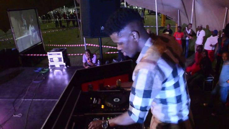 Black Motion Perfoming LIVE